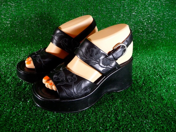 Black Platform Sandals with Floral Embroidery 90s Size 7 Rave Club Kid Clueless