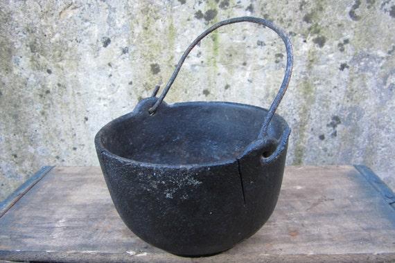Antique Cast Iron Kettle Baled Handle Pot By