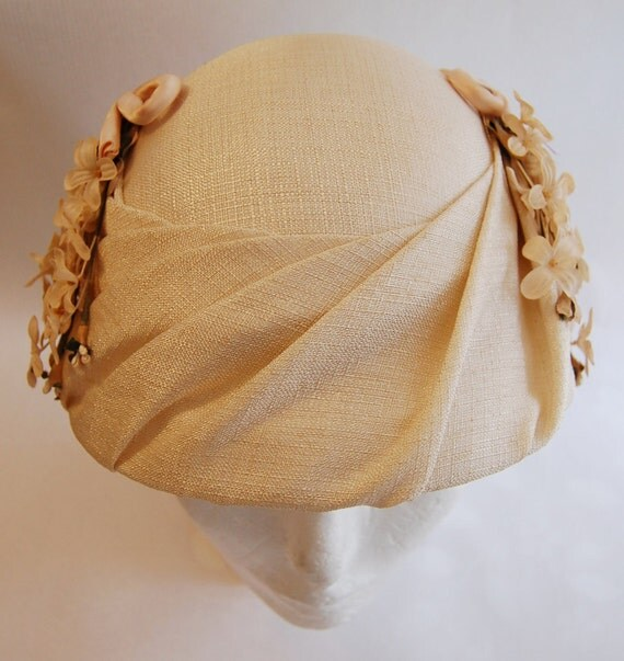 Vintage 1950s Women's Ivory Tweed Hat with Ivory Flowers