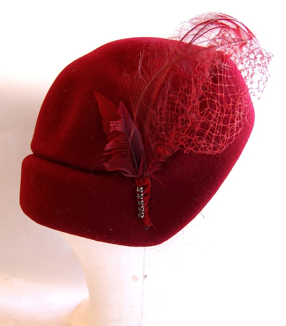 Vintage 1950s Women's Bellini Burgundy Wool Felt Hat with Feathers
