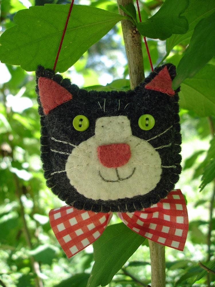 Mto hand stitched felt cat christmas ornament by for Cat christmas ornaments craft