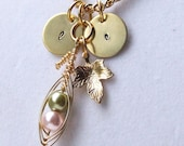 New peapod with tendrils. Comes with leaf of your choice. You can also add initial discs too