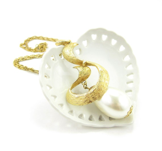 Vintage Pearl Swirl Necklace Gold Chain & Large Pendant