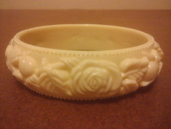 Vintage 1940s 1950s  Ivory Rose Celluloid  Bangle Bracelet Estate Jewelry