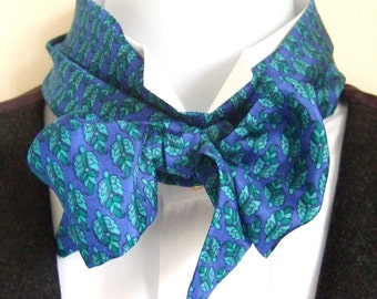 Victorian Bow Tie in Patterned Blue Silk