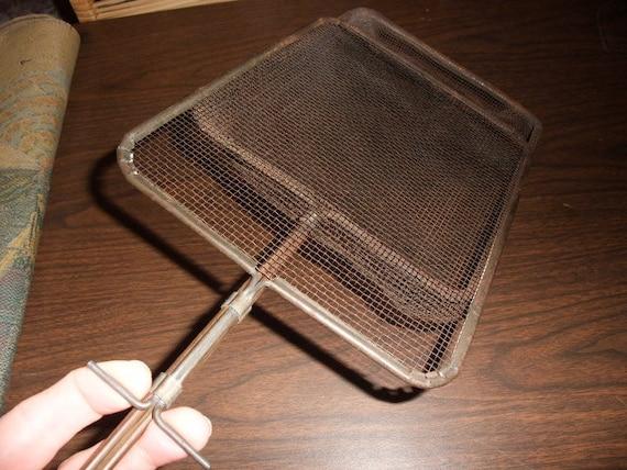 Vintage Wire Basket Popcorn Popper W Green Wooden Handle Metal