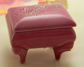 Vintage trinket ring ceramic box pink 1968 Porcelain