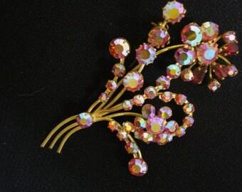Marvelous VINTAGE BROOCH Pretty FLOWER -  Vintage Brooch Bouquet - Flowers Iridescent Red Pink Austrian Crystal