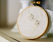 Vintage handkerchief home decor - tiny embroidery hoop