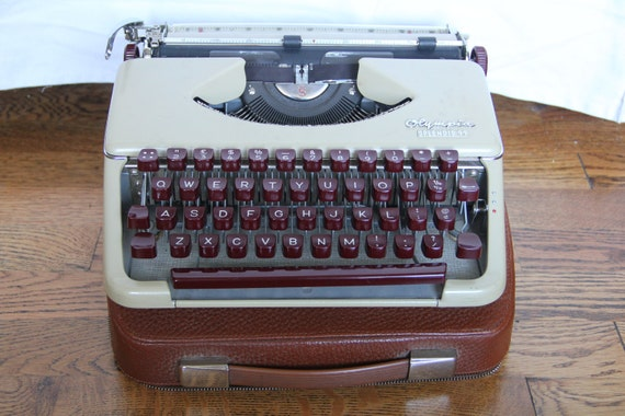 reserved for QUINTAN Vintage Olympia Splendid 99 Typewriter