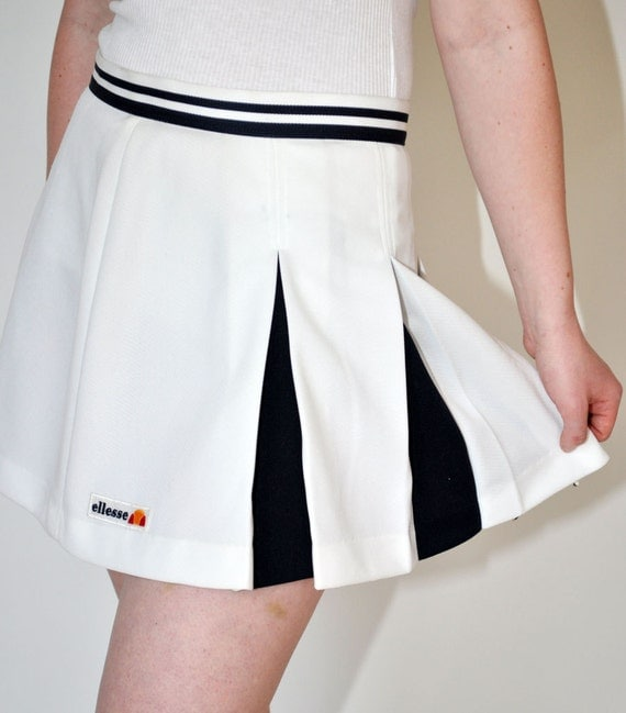 1980s ellesse pleated tennis skirt in white and navy blue