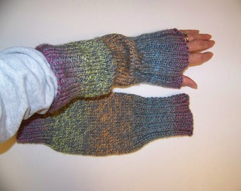 Hand Knit Wrist Warmers / Fingerless Gloves / Texting Gloves Mardi Grey Acrylic Yarn