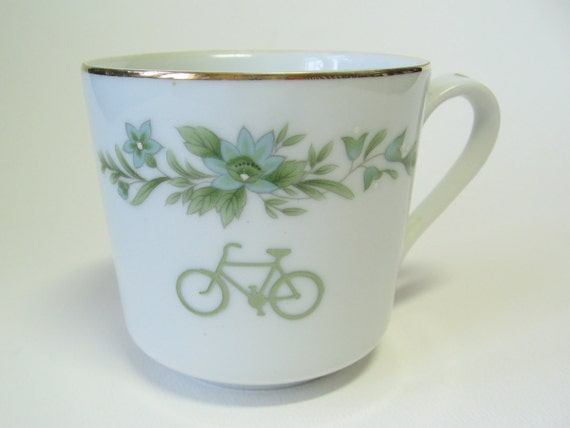 reCYCLEd cup with bicycle and flowers