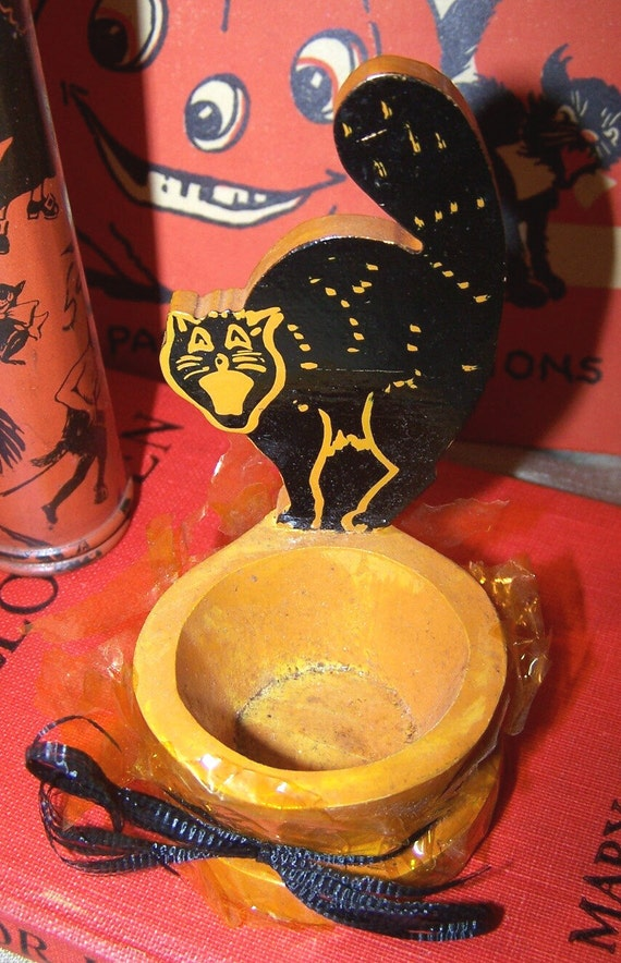 On Hold ,,, C.1940 Wooden Candy Container with Black Cat .......