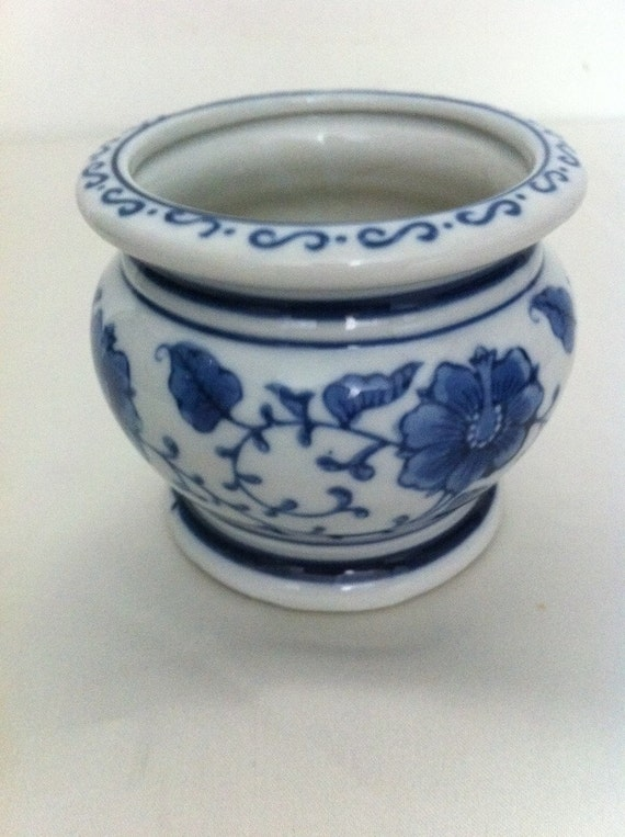 Vintage small bowl planter / blue and white porcelain planter