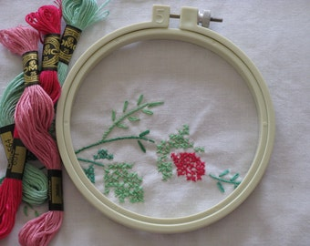 """Vintage Embroidery Hoop 5"""" Round Susan Bates Plastic Screw Tension Type Tan Color Made in U.S.A."""