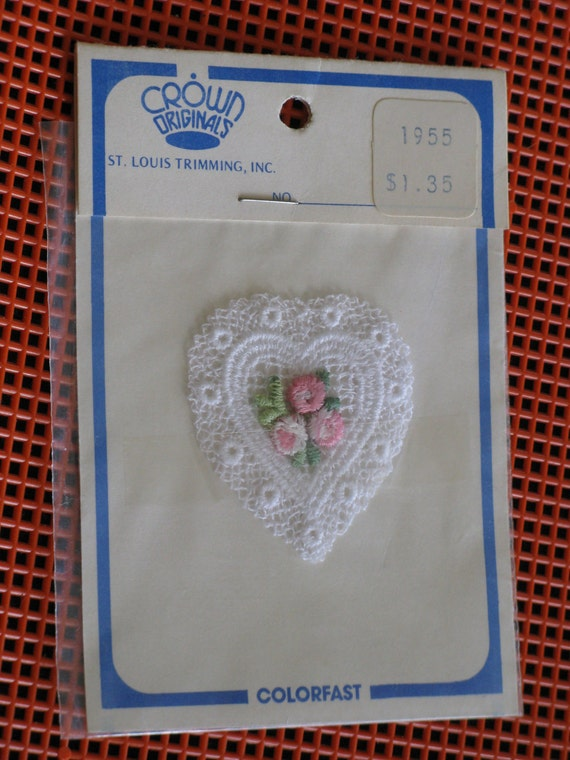 """Vintage White Lace Heart Applique with Pink Roses Sew-On by Crown Originals St. Louis Trimming 2"""" x 2"""" NIP"""