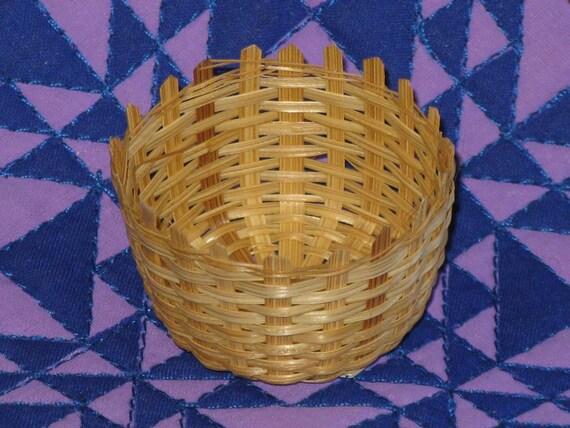 Vintage Miniature Wicker Basket Natural  Round basket for Crafts, Dolls, Party Favors