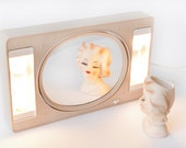 Make- up Lighted Mirror 2 Sided Flip Mirror Dressing Room Vanity Starburst Pattern Tan Cream Beige