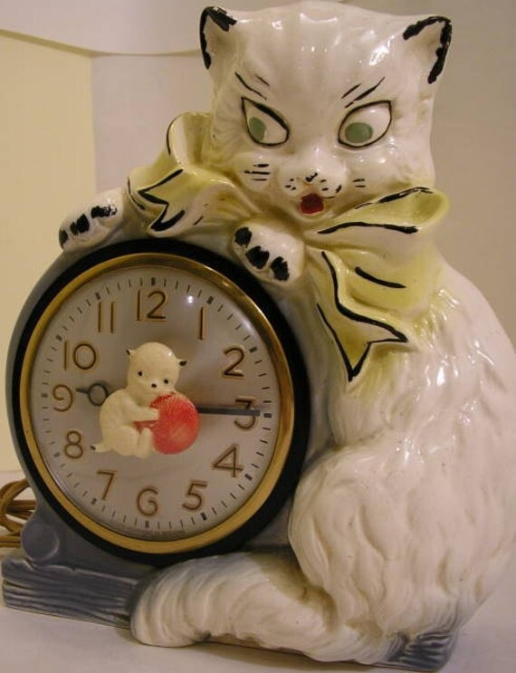Vintage Pottery Cat and Kitten Clock with turning Kitten