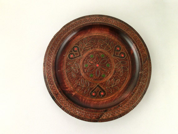 Vintage wooden wall hanging plate in folk style 70s