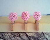 Mini pegs with pink crocheted flowers - set of 3