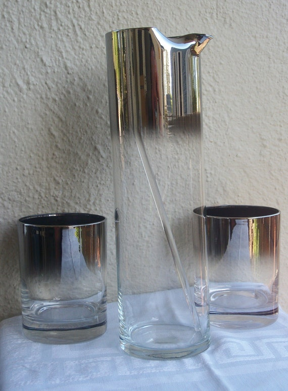 Retro Silver Fade Cocktail Mixer With 2 Matching Glasses