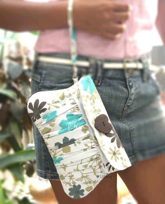 Pleated Purse / Wristlet in blue fashion flower cotton and heart shaped wooden button