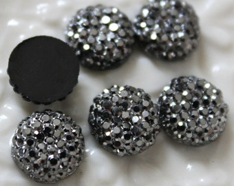 25pcs.. 12mm Sparkly Round Cut Bead in Shiny Grey