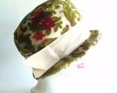 Mad Hatters Carpet Bag Hat - Vintage 1960s - Floral Mod Cut Union Label Cap - Avocado Green, Floral, Tan, Beige - WLV T