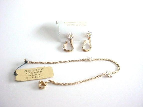 Hard Enamel Bracelet and Earrings Set - Vintage Genuine French Hard Enamel - White and Yellow Daisies