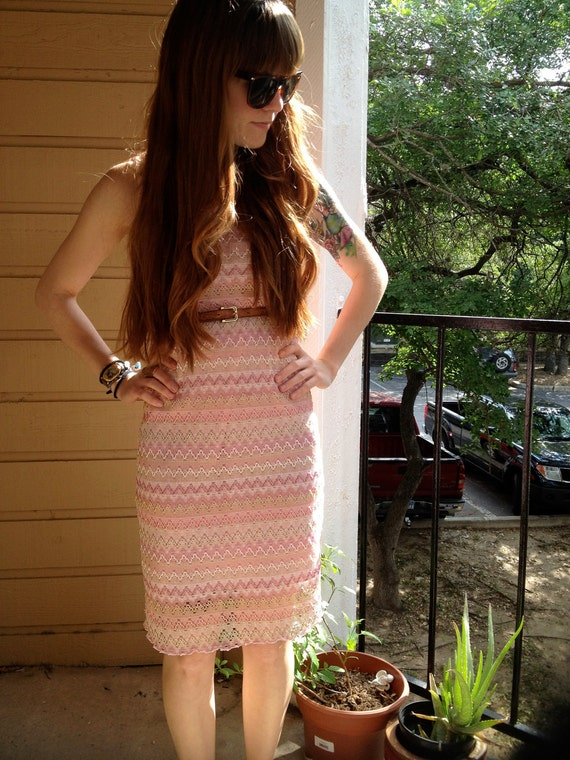 Retro 60s/70s Pink ZigZag Knee Length Dress Size Small