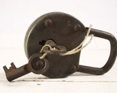 """Vintage French LARGE 4.3"""" padlock with its keys"""