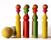 COLORFUL set of 5 old Large Turned wood SKITTLES 1950 with two wooden balls