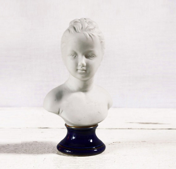 Beautiful vintage french Porcelain biscuit Figurine - Replica of a sculpture by HOUDON