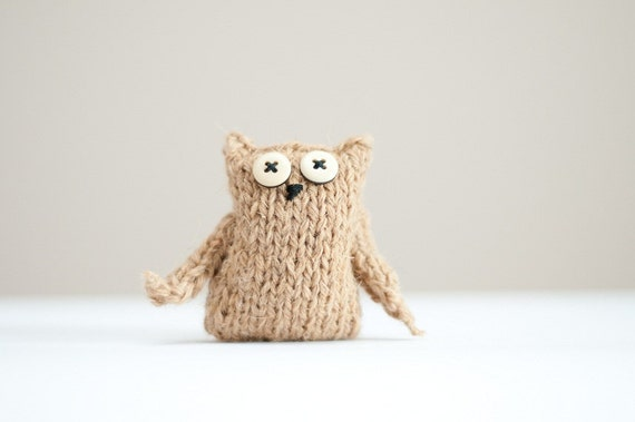 little creamy knitted owl pin brooch