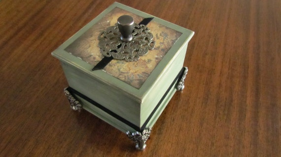 Decorated Nostalgia Wood Trinket Box