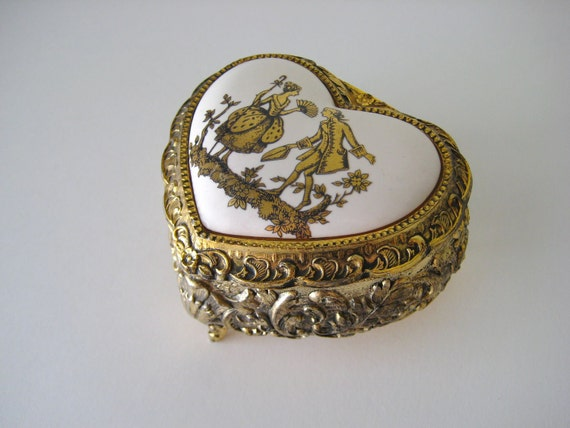 Vintage Sankyo Dancing French Music Box