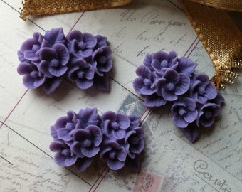 26 mm x 17 mm Resin Flower Cabochons of Purple Colour. (.ns)