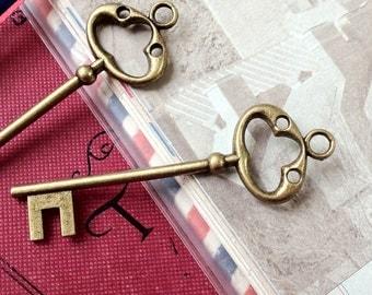 79 mm Antiqued Bronze Key Charms (.ia)