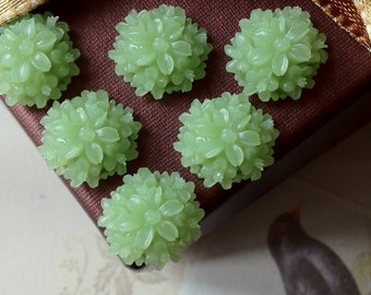 14 mm Light Green Color Resin Tansy  Flower Cabochons (.st)