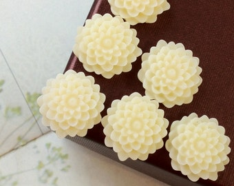SPECIAL OFFER --- 15 mm Milky White Colour Morifolium Resin Flower (.sm)