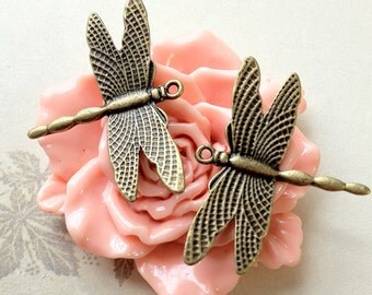28 mm x 36 mm Antiqued Bronze Dragonfly Charm Pendant. (.ss)