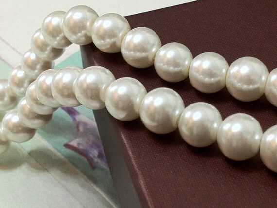 8 mm White Glass Pearl Beads (.mtht)