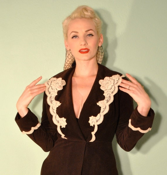 Vintage Vanity Fair Robe House Coat - 1950s House Wife - Pinup Rockabilly Sleeping Jacket in Dark Brown with Creme Lace