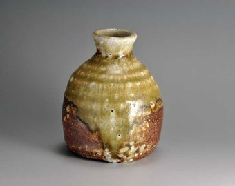 Shigaraki, anagama, ten-day anagama wood firing, with natural ash deposits sake bottle. tokuri-21