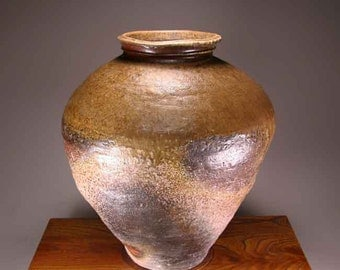 Shigaraki, anagama, ten-day anagama wood firing, with natural ash deposits Iga large pot. igaootsubo-01