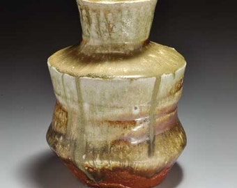 Shigaraki, anagama, ten-day anagama wood firing, with natural ash deposits flower vase. hana-28