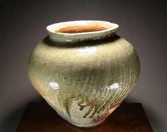 Shigaraki, anagama, ten-day anagama wood firing, with natural ash deposits Iga large pot. igaootsubo-02