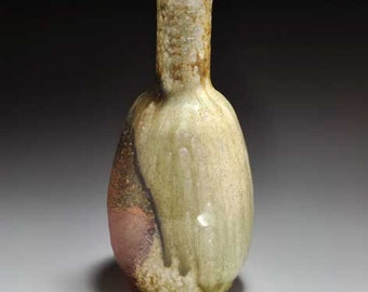Shigaraki, anagama, ten-day anagama wood firing, with natural ash deposits flower vase. hana-50
